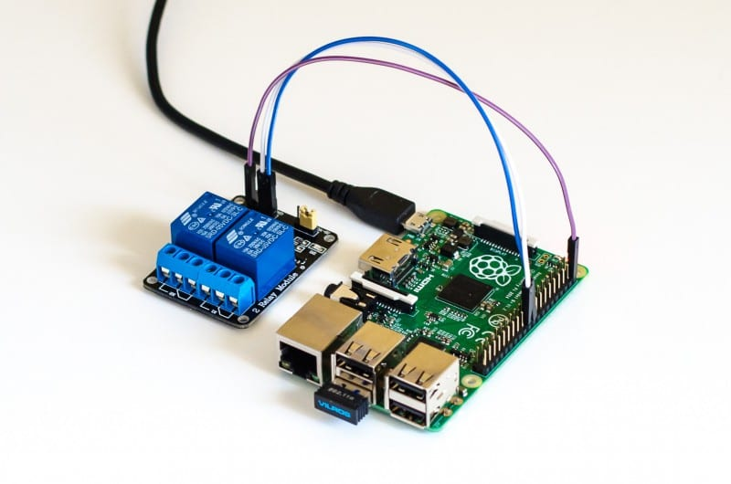 Raspberry Pi mit 2-Kanal-Relais-Modul am GPIO25