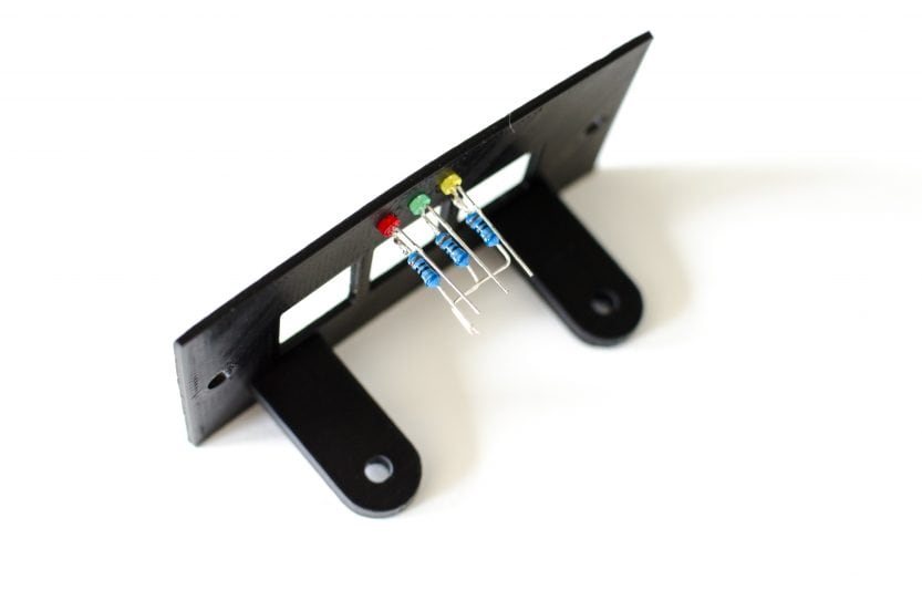 LEDs montieren und Beine zurecht biegen
