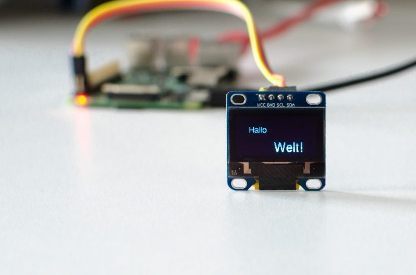 "Raspberry Pi: OLED-Display-Beispiel ""Hallo Welt"""